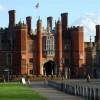 Il Palazzo di Hampton Court come si presenta all'arrivo