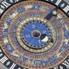 lo splendido orologio astronomico del Cinquecento nella Clock Court