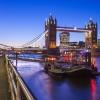 Una suggestiva immagine del Tower Bridge al tramonto