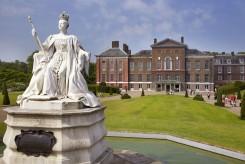 La statua della regina Vittoria all'esterno del Palazzo di Kensington-Victoria-Statue